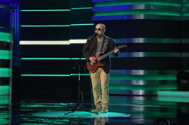 Ali Azmat Performing