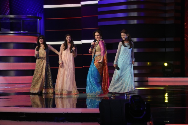 Bushra Ansari performing with the contestants (3)