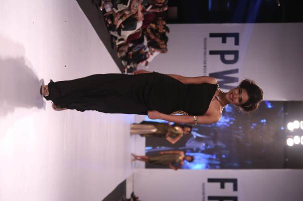 Shehla Chatoor-Glamour Look (2)